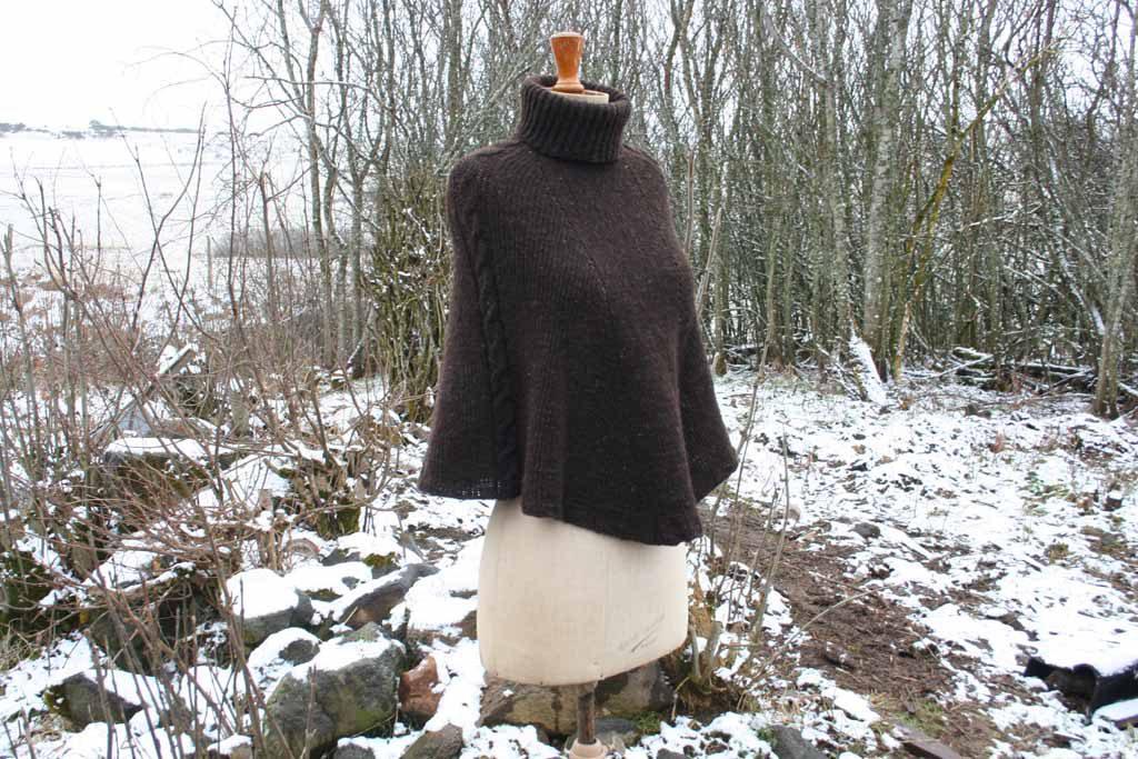 poncho marron en laine avec col roulé
